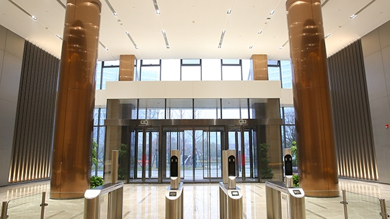 大厅不锈钢门及圆柱
